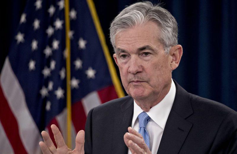 الدولار منخفض في انتظار تعليقات باول بشأن التضخم وأسعار الفائدة