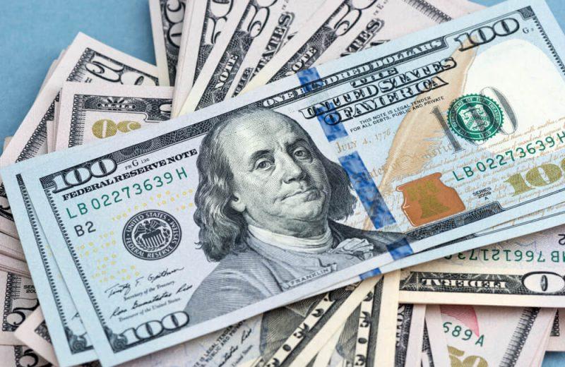 الدولار يعزز مكاسبه وسط ارتفاع عائدات السندات
