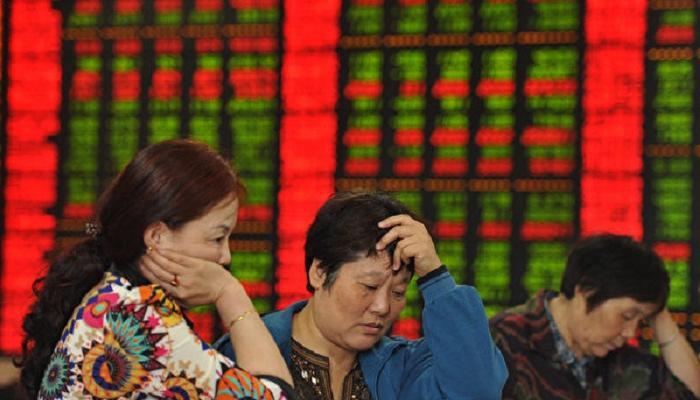 المستثمرون الصينيون يتطلعون إلى الأصول الخارجية لتعويض انخفاض اليوان