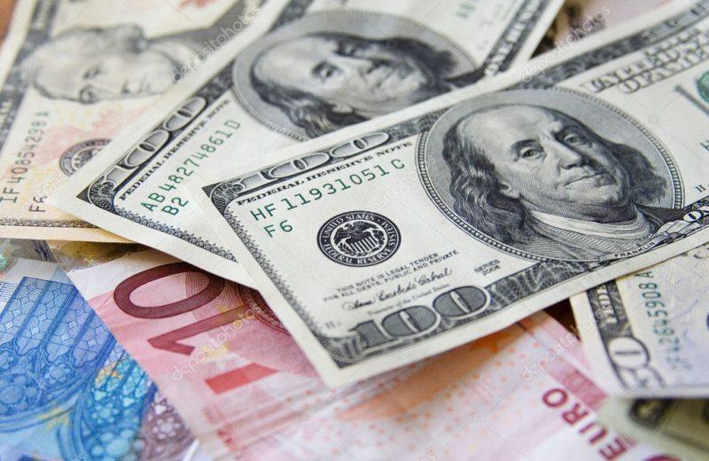 الدولار يواصل تراجعه لليوم الثاني وسط تنامي الرهانات على خفض الفائدة الأمريكية