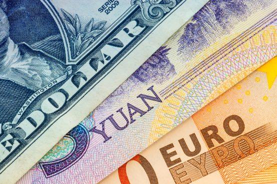 أسواق العملات الأجنبية تشهد أداء متباينا والدولار يستعيد قوته بعد موجة بيعية قصيرة