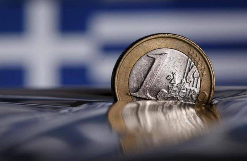 اليورو يهبط دون 1.12 دولار بعد تصريحات دراجي