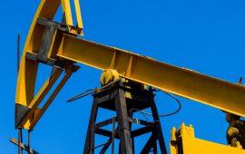 صعود النفط بعد صفقة التجارة بين الولايات المتحدة والصين وهبوط مخزونات الخام