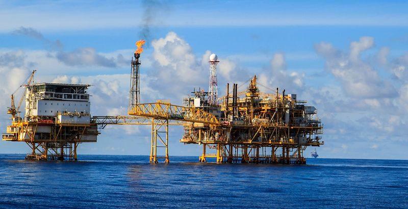 النفط يقفز لأعلى مستوى في ستة أسابيع اثر عاصفة في خليج المكسيك