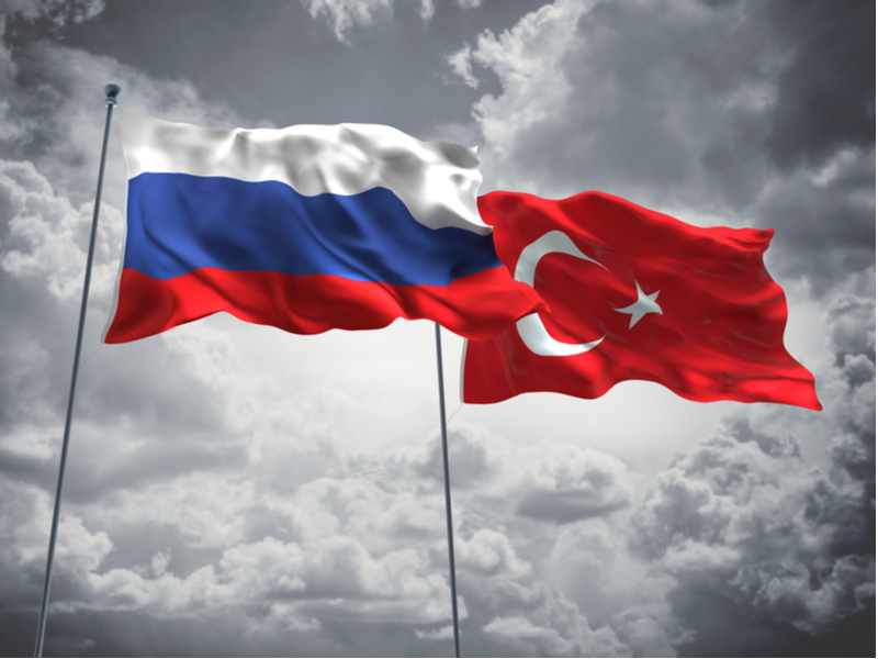 روسيا تسلم النظام الصاروخي S-400 إلى تركيا، مما يترك أنقرة في مواجهة مع واشنطن