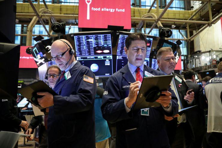 خسائر قطاع التكنولوجيا تضغط على الأسهم الأمريكية
