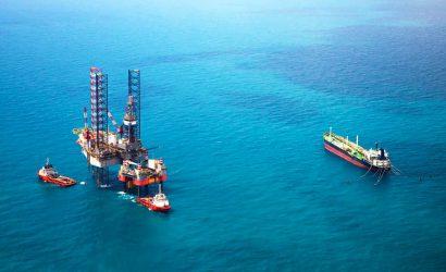 أسعار النفط تقفز بنحو 3% بدعم هبوط مخزونات أمريكا وتخفيضات محتملة لأوبك