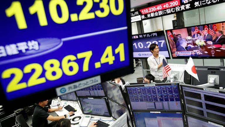 الأسهم الآسيوية تتراجع  مع ترقب تطورات المحادثات التجارية