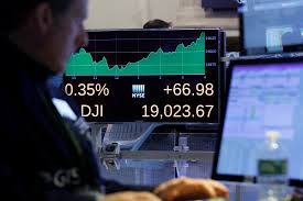 داوجونز يتحول للصعود بعد صدور أخبار الشركات