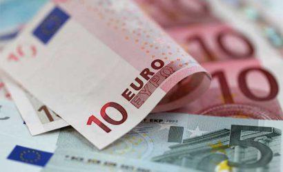 اليورو يصارع ثيران الدولار مع تحول الانظار إلى الاحتياطي الفيدرالي