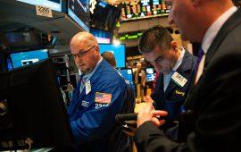الأسهم الأمريكية تنخفض مع تبدد الآمال بخفض سعر الفائدة الفيدرالية في سبتمبر