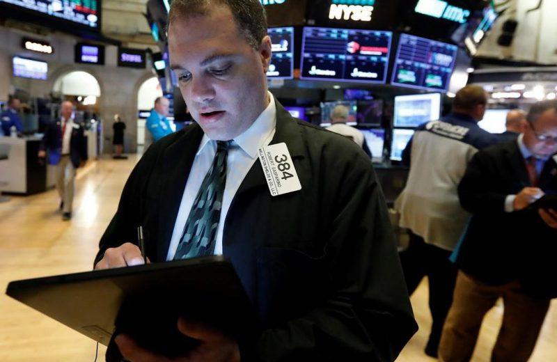الأسهم الأمريكية تتراجع مع تجدد مخاوف الحرب التجارية