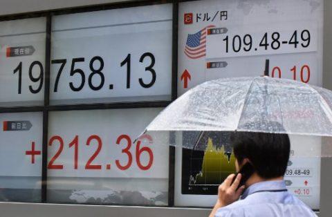 الأسهم الآسيوية منخفضة بعد تصريح  ترامب عن تأخير الصفقة التجارية مع الصين