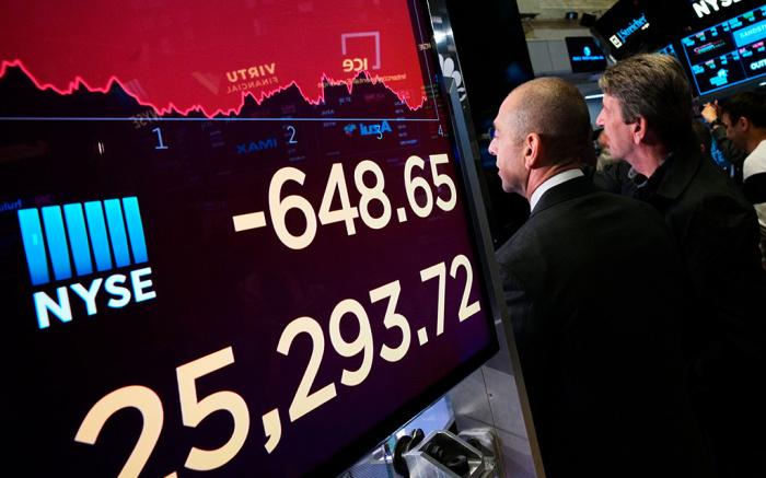 الأسهم الأمريكية تتداول في المنطقة الحمراء قبل قرار سعر الفائدة الفيدرالي