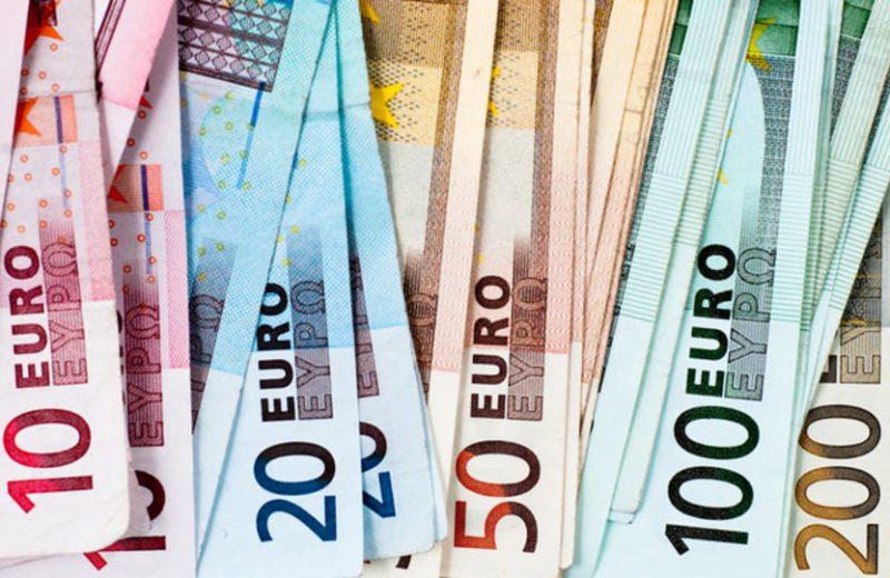اليورو تحت ضغط البيع قبل اجتماع المركزي الأوروبي