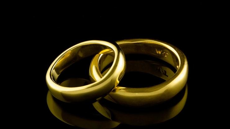 الذهب يفقد بريقه وسط تعزز شهية المخاطرة