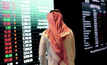 السوق السعودي يهبط عند 7694 نقطة وسط تحسن السيولة