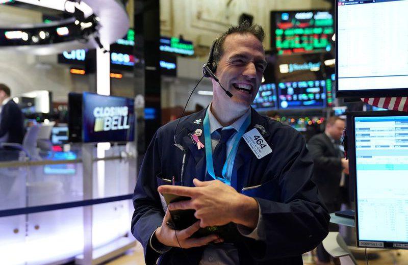 بورصة وول ستريت تفتتح عام 2020 عند مستويات قياسية مع التحفيز الصيني وآمال التجارة